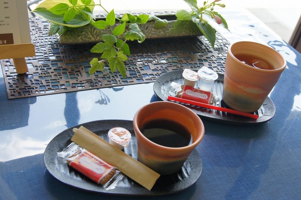 ホットコーヒー / アイスティー